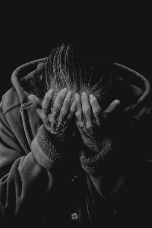 Noir et blanc Portrait de femme Couvrant son visage Excuses Citations